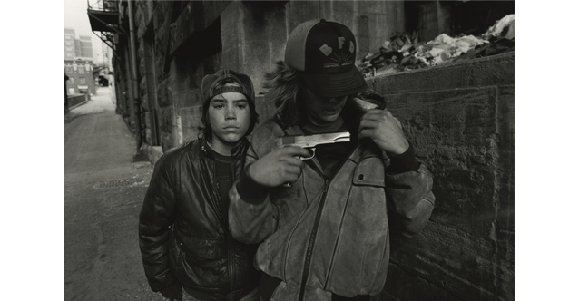 Rat and Mike with a Gun,1983 © Mary Ellen Mark