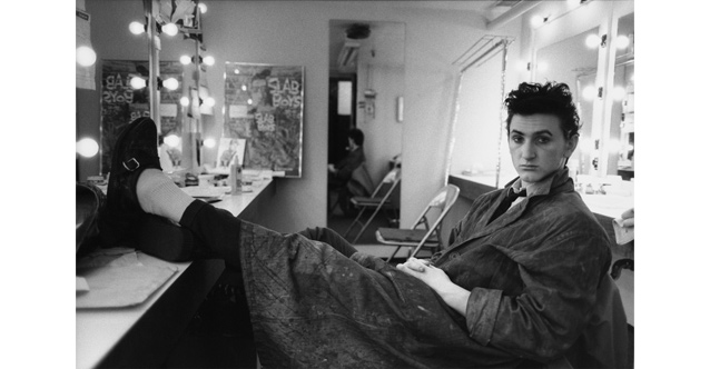 Sean Penn in his dressing room, NY, 1983 © Mary Ellen Mark