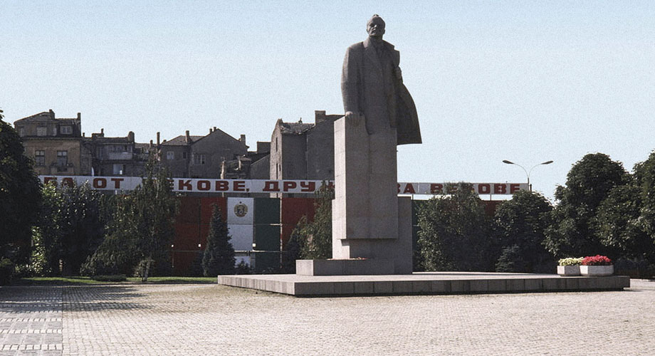 Lenin`s monument (1975) and the statue of Sofia on its place today