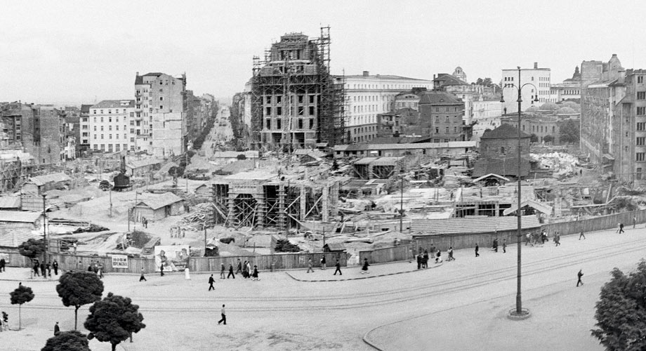 The construction of the Party Hall, the central mall and The Sheratton hotel, in the 50`s and now